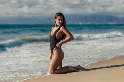 Cali_Winter_Model_Erika_Wheaton_Captured_on_a_Beach_in_Los_Angeles_2016_07