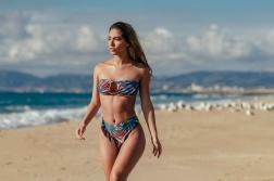 Cali_Winter_Model_Erika_Wheaton_Captured_on_a_Beach_in_Los_Angeles_2016_09