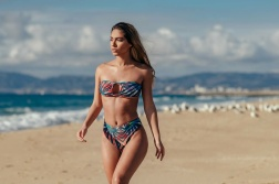 Cali_Winter_Model_Erika_Wheaton_Captured_on_a_Beach_in_Los_Angeles_2016_09